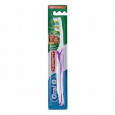 Oral-B Зубная щетка 3-effect Maxi Clean 40 средней жесткости